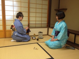 Student Lynn Scriven leads the tea ceremony (click to expand)