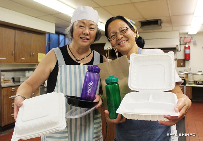 プロジェクトのリーダーを務めた輪番の奥さん、ジャネット・イトウさん(写真左)