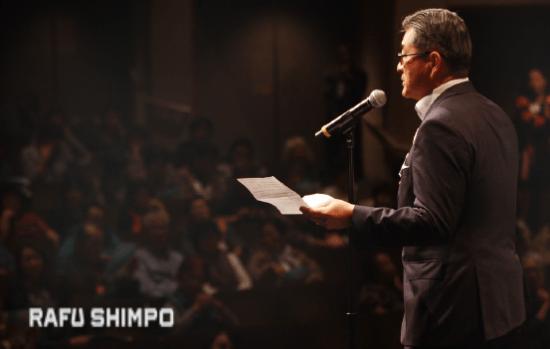 Jon Kaji of the Ad Hoc Committee to Save Keiro addresses the audience. (MARIO G. REYES/Rafu Shimpo)