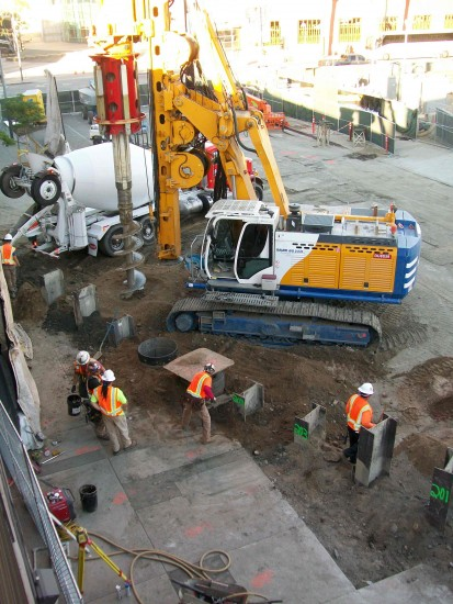 Metro construction on Central and First in Little Tokyo. (MIKEY HIRANO CULROSS/Rafu Shimpo)