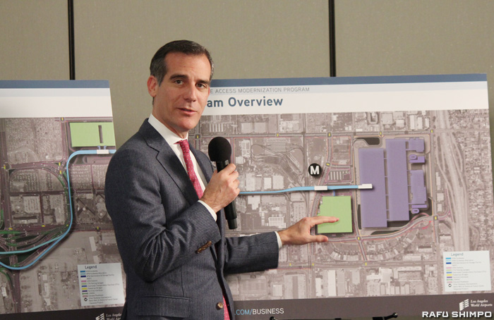 LAX近代化計画を説明し意欲を示すガーセッティー市長