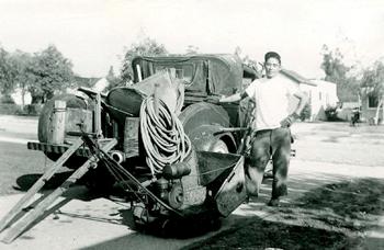 戦前に撮影された庭園業者(写真=南加庭園業連盟提供)