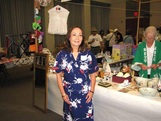 Leilani Kimmel-Dagostino, wearing an American Airlines flight attendant kimono, volunteers at the gift booth during the Torrance Sister City Association's annual Bunka-Sai. (J.K. YAMAMOTO/Rafu Shimpo)