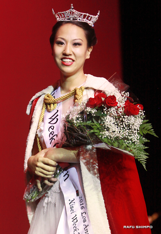 2016 Nisei Week Queen Jaclyn Hidemi Tomita takes her first walk as queen on Saturday night at the Aratani Theatre. (MARIO G. REYES/Rafu Shimpo)