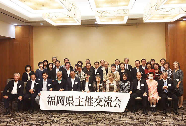 福岡県と南福岡県人会の交流会。前列左4番前から宗会長、中尾議長、大曲副知事