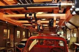 Metz ladder van Oregon Pine hout met treden van eiken hout van eigen boom op de Bedford J2 Ladderwagen