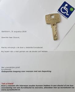 Ralph Stoove van Ragasto ontving van eurosleutel de sleutel voor mindervalidentoiletten