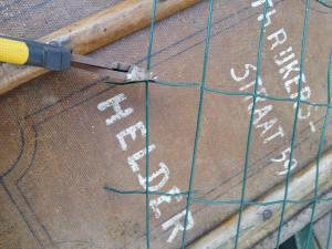 stap 3 van stoofs moestuin steuntjes is het afknippen van de dubbele T stukken