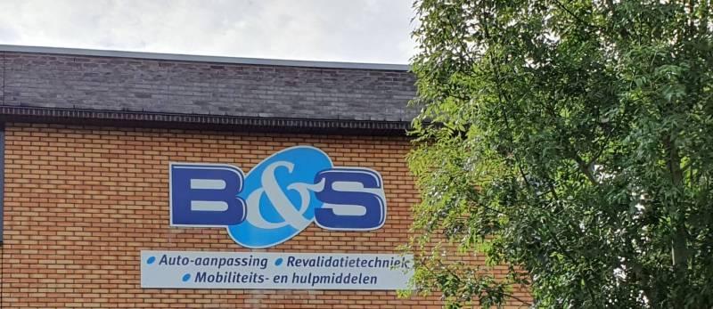 gevelreclame van B&S auto-aanpassingen in Amersfoort