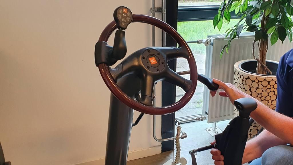 foto van proefopstelling stuurknop op autostuur en Veigel compact II push-pull systeem als auto-aanpassingen na de rijtest