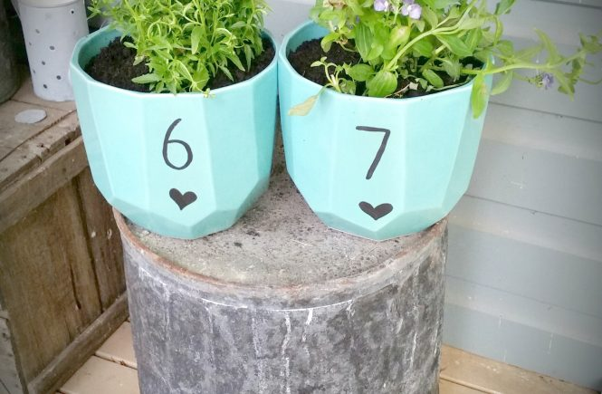 DIY House Number Planters - Just Pottering Around. Turn plain old pots into fun house number pots | www.raggedy-bits.com