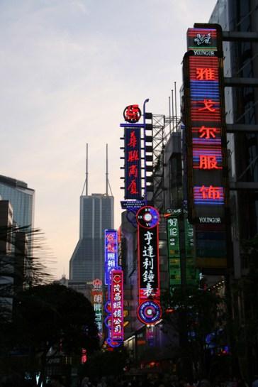 Au fond le gratte-ciel qui n'est pas sur Pudong