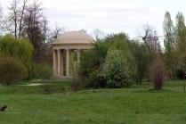 Vue sur la fin du jardin à l'anglais et le Temple de l'Amour