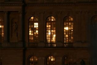 Reflet doré du soleil couchant sur les fenêtres de la Galerie des Glaces