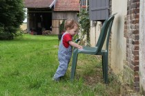 La chaise devant la maison, arrêt systématique pour Lucie