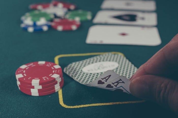Nettipokerin pelaamista kasinolla