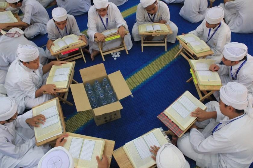 Pewasiat boleh membuat wasiat tunai atau bangunan atau tanah bagi pembenaan dan pembesaran sekolah tahfiq quran.