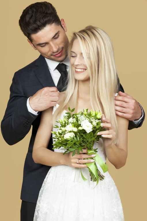 pasangan bahagia yang cukup romantik