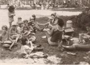 """מאלבום משפחת יעקובוביץ ילדי גן חצב בפיקניק אורנה שקד, רותי שילה, אהובה בן אהרון ז""""ל וילדי דולב וגפן"""