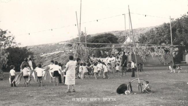 """סוכות 1974, צילמה: רות שחר ז""""ל"""