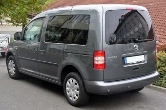 800px-VW_Caddy_Facelift_1.6_TDI_BlueMotion_Heck-w700
