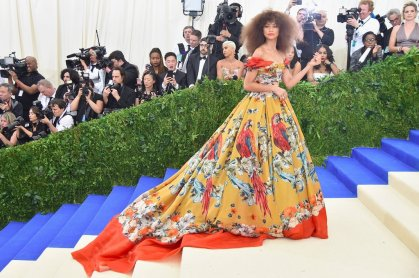 Zendaya wears a colourful Dolce & Gabbana gown which looked fabulous with her big hair. Gorgeous Zendaya