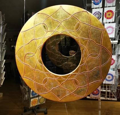 Blattvergoldeter Spiegel mit Ornament
