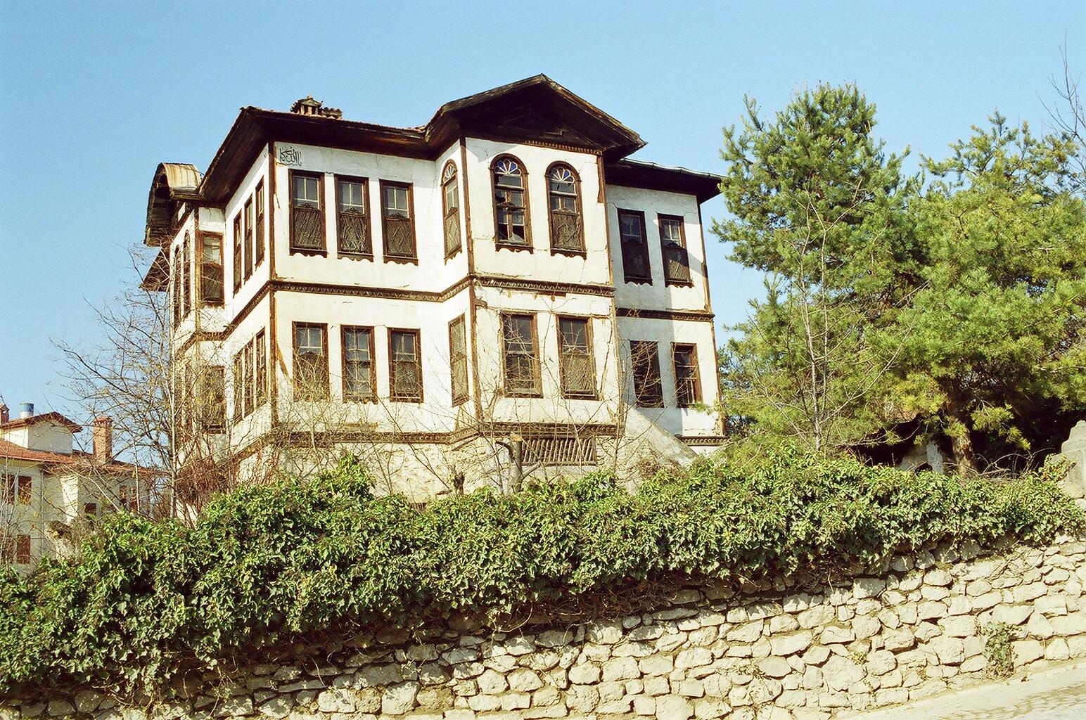 Eines von vielen vielen alten Häusern