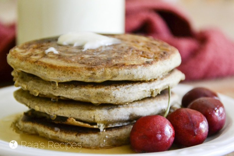 These Easy Yogurt & Applesauce Pancakes are the perfect, allergy-friendly breakfast! RaiasRecipes.com