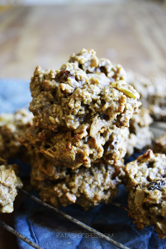 Cinnamon Apple Oatmeal Cookies | gluten, dairy, and refined sugar free | RaiasRecipes.com