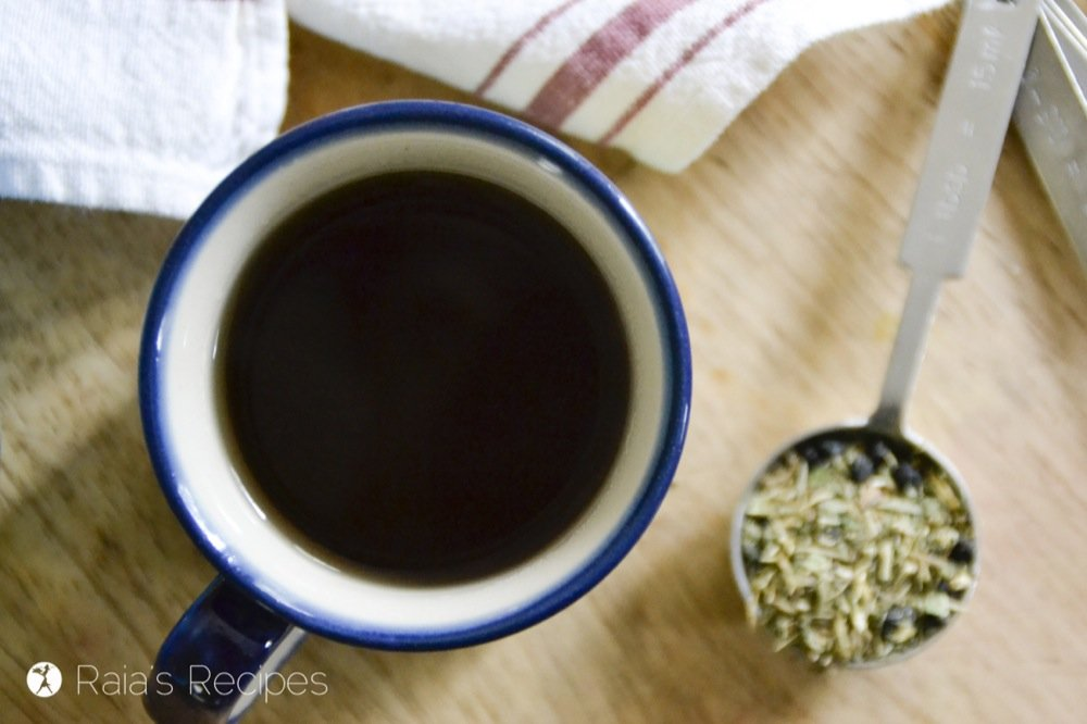 Kick that cough and cold to the curb with this DIY, Herbal Immune-Boosting Sore Throat Tea! RaiasRecipes.com