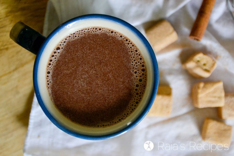 No need to feel guilty enjoying a mugful of this delicious Perfect Homemade Hot Cocoa! It's packed full of good-for-you ingredients! | RaiasRecipes.com