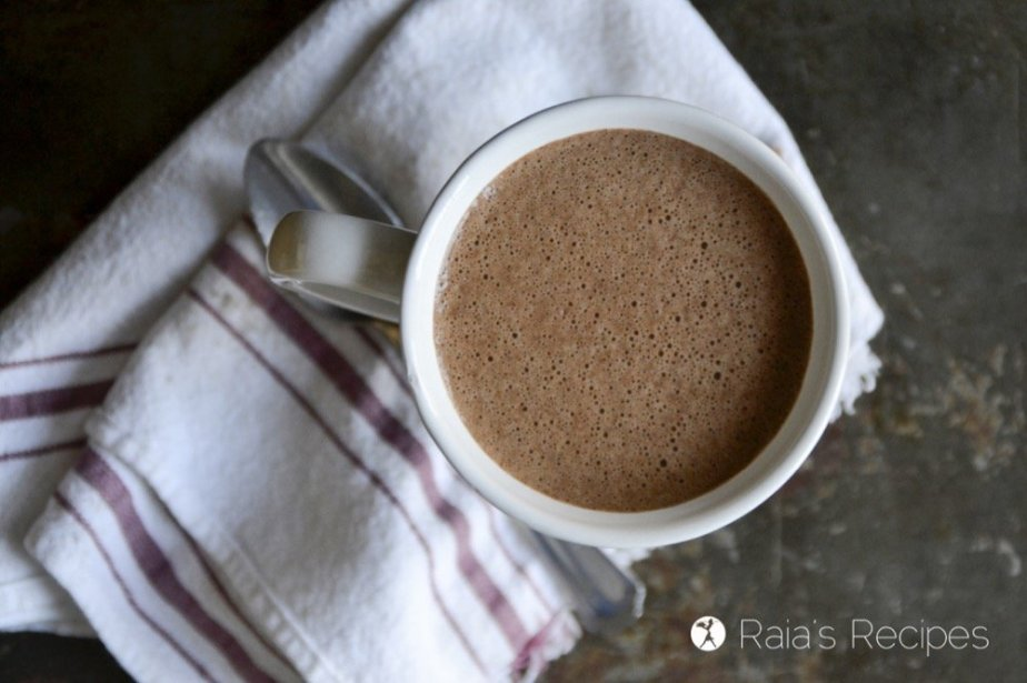 Creamy and delicious, with just the right amount of spice, this Butter Chai Hot Chocolate is sure to breathe new life into your hot chocolate relationship. | RaiasRecipes.com