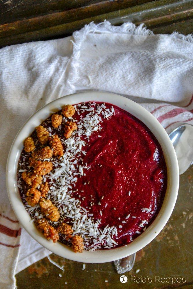 Beets & Berries Smoothie Bowl 1