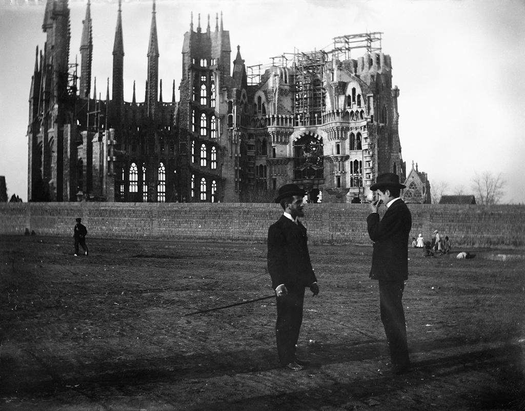 Foto: Baldomer Gili Roig. La Sagrada Familia en 1905. Copia moderna del negativo original de vidrio.
