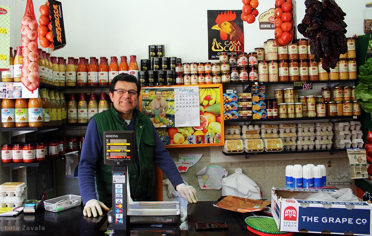 Germán Forero en su frutería. Foto: Lola Zavala