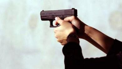 صورة شرطي بفرقة السياحية بولاية أمن طنجة يستخدم سلاحه الوظيفي في تدخل أمني لتوقيف شخصين