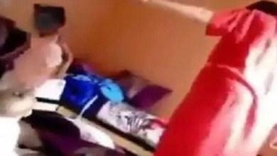 صورة نشطاء مواقع التواصل الاجتماعي يستنكرون شريط فيديو لسيدة تعتدي بالضرب على أطفال صغار، بمدينة طنجة.