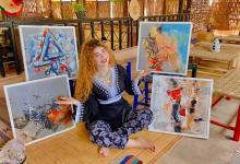"""صورة الفنانة التشكيلية """"صوفيا والهنت"""": لوحاتي ذكرياتي والألوان سر سعادتي"""