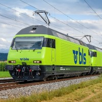 [CH] In the picture: A pair of BLS Re 465s in lime [updated]