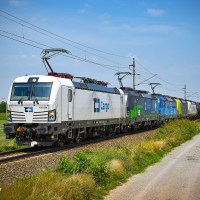[CZ] Up to 5 Vectrons on one train: Liveries of ČD Cargo Vectrons [updated]