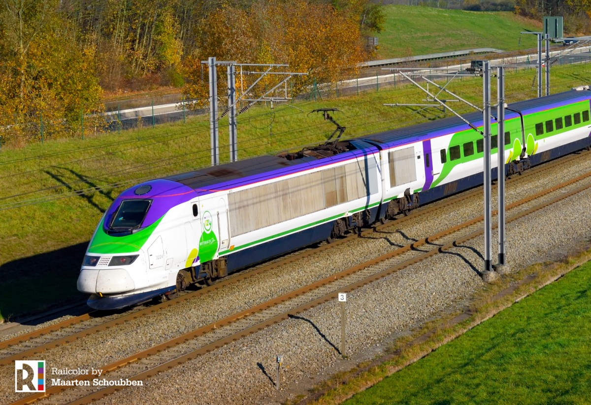 [FR] First Eurostar train in Izy livery for Paris - Brussels low-cost services