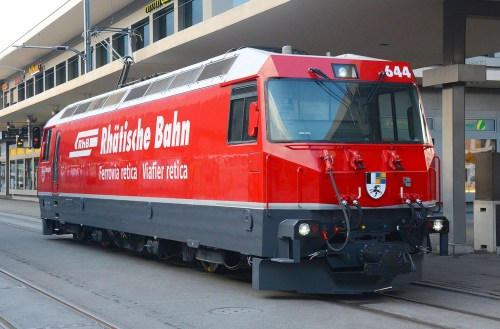 Photo: Rhätische Bahn, note the handpainted coat of arms upfront