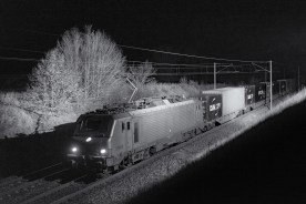 The Prime EL3U BB37033 was leased to VFLI by Akien when this picture was taken. It is pulling a Germany to Lyon intermodal train.