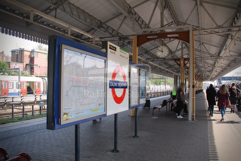 Central Line Ealing Broadway Notting Hill Gate 004