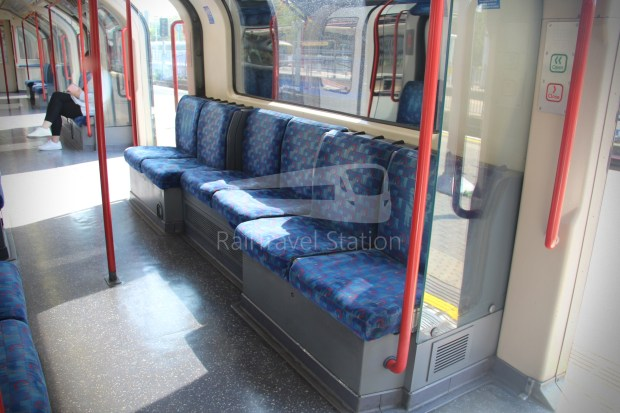 Central Line Ealing Broadway Notting Hill Gate 009