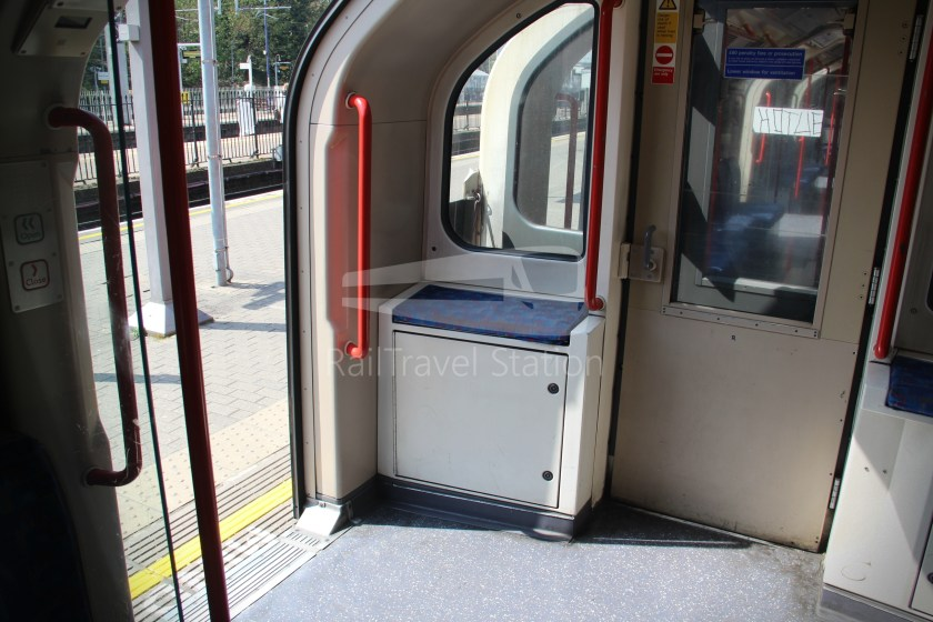 Central Line Ealing Broadway Notting Hill Gate 011