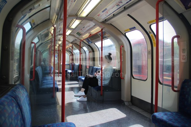 Central Line Ealing Broadway Notting Hill Gate 013