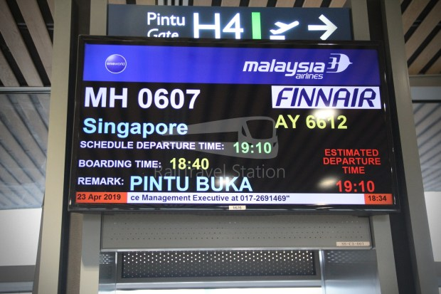 Malaysia Airlines MH607 KUL SIN 017