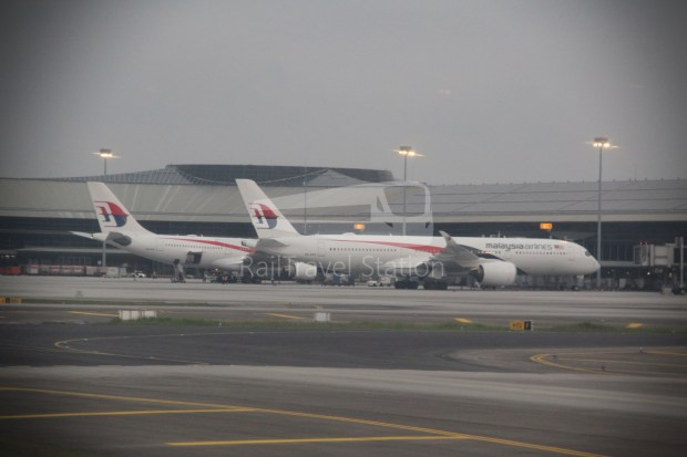 Malaysia Airlines MH607 KUL SIN 040